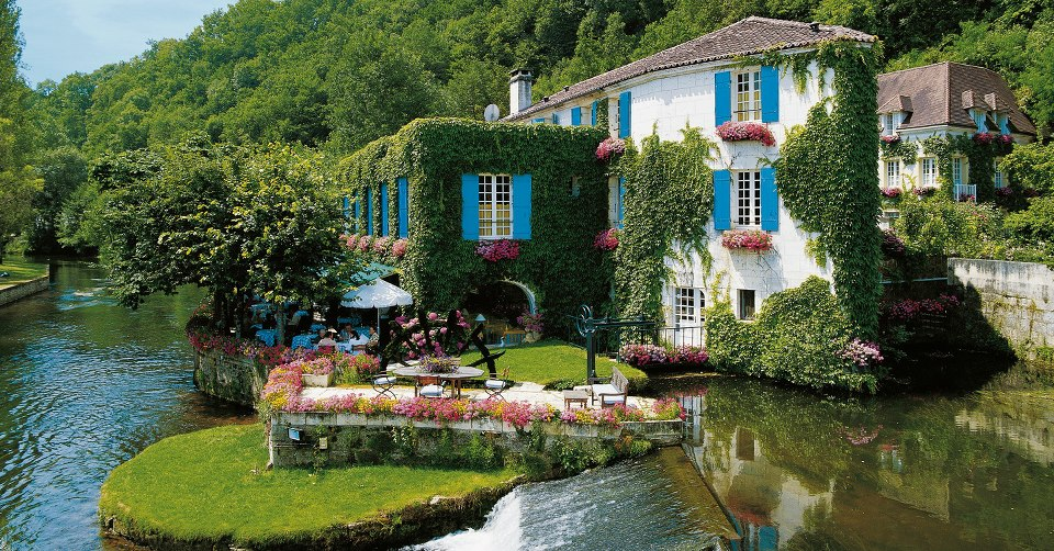 Hotel-Le-Moulin-duRoc-in-France